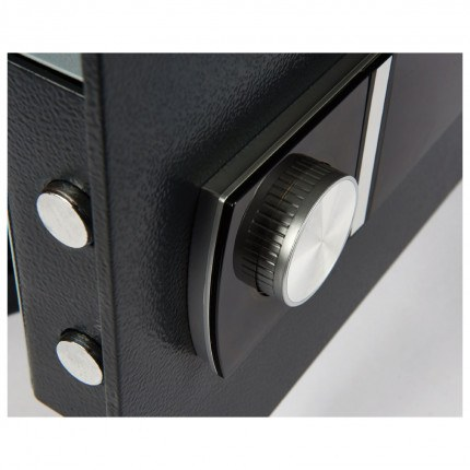 Alphaplus 3E close look at lock, safe comes with a tamper evident keypad