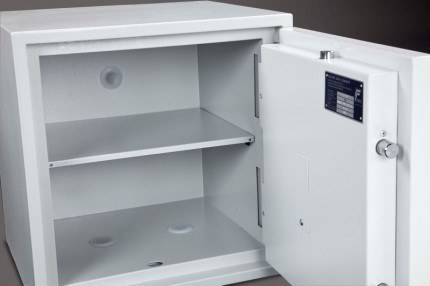 Burton Eurovault Aver 3E Police Approved Security Safe shelves