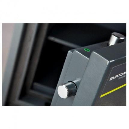 Burton Firesec 4/60/2K - Close up image of locking bolts