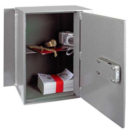 Churchill Magpie M5 Door Wide Open showing removable shelf
