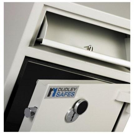 Dudley Hopper CR4000 Size 1 £4000 Cash Deposit Security Safe - close up
