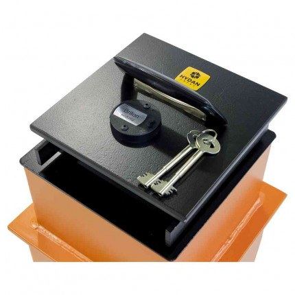 """Hydan Briton Size 1 £4000 Rated 9"""" Square Door Floor Safe - Door Detail"""