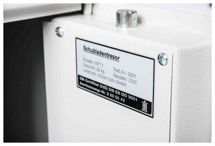 Protector MP1 Day Deposit Safe Key Locking - top bolt detail