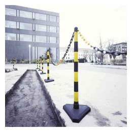 Guarda Set of 6 Yellow/Black Chain Posts 10m Concrete Base outdoors