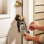 Master Lock 5400D Temporary and Portable Key Safe in use