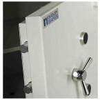 Dudley Europa Eurograde 5 £100,000 Security Safe Size 1 - door bolts detail