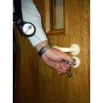 Keybak Securit Karabiner Key Reel 60cm steel chain in use